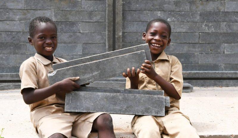 Ladrillos de plástico para construir el futuro de Costa de Marfil