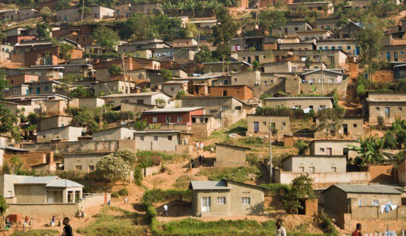 Colaboración público-privada para llevar agua al centro de Ruanda