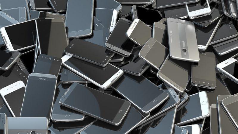 Un smartphone debería durar 232 años para compensar su daño ambiental