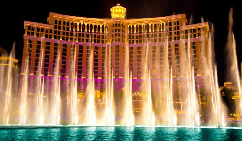 El increíble espectáculo de las fuentes danzantes de Las Vegas