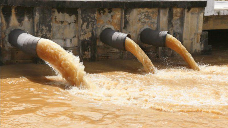 Reino Unido permite verter aguas residuales sin tratar por falta de productos químicos