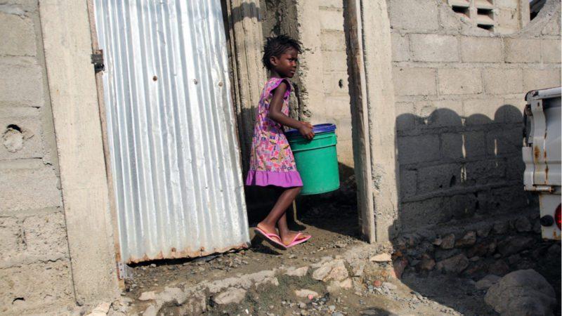 Haití, ahogada sin agua limpia, necesita ayuda humanitaria urgente