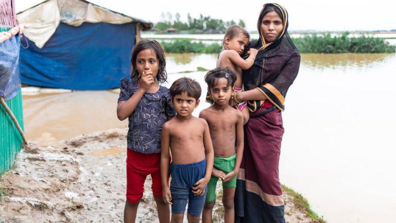 Las inundaciones devastan los campos de refugiados de Bangladesh