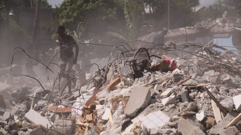 Haití se derrumba entre los temblores y el agua de la tormenta Grace