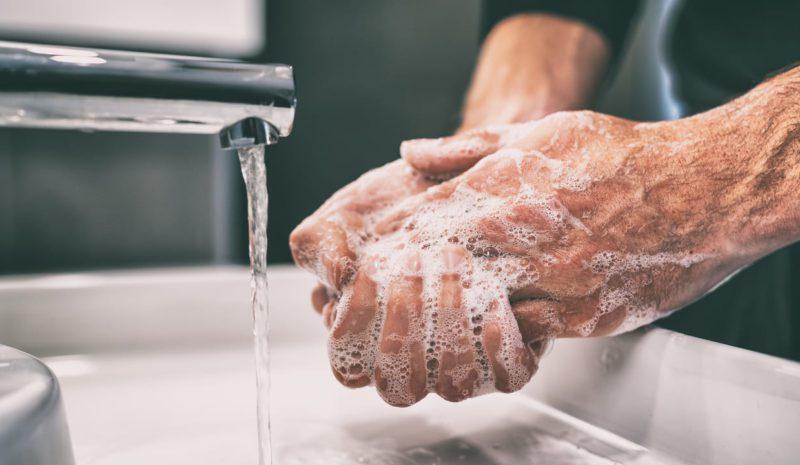 La física confirma por qué hay que lavarse las manos durante 20 segundos