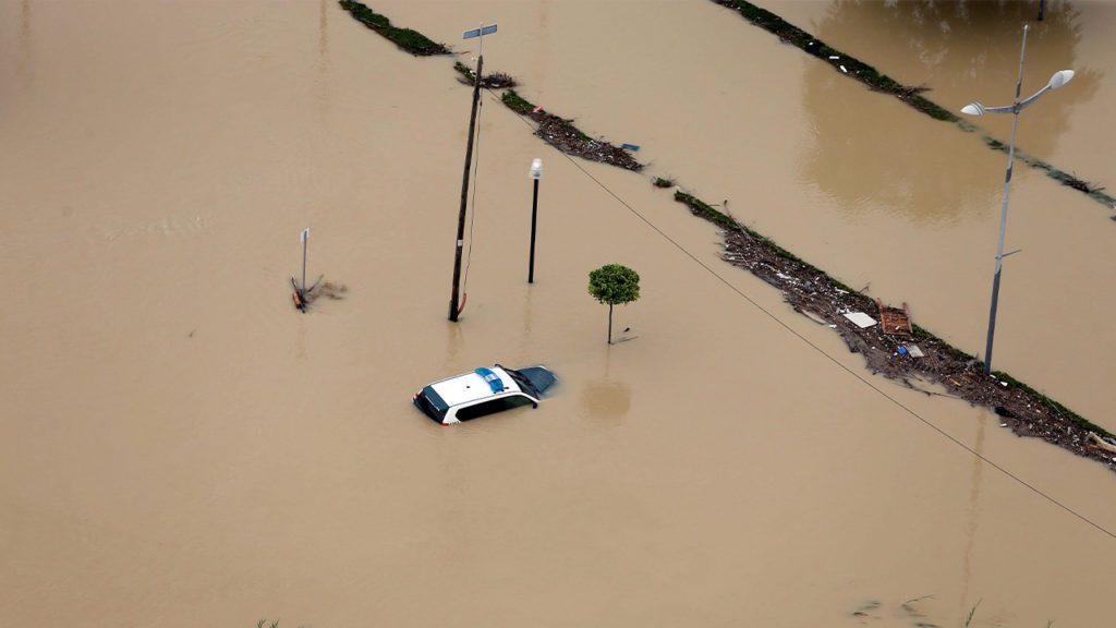 Imagen aérea de la ciudad de Dolores (Alicante) inundada a causa del desbordamiento del río Segura por la DANA   Foto: EFE / Manuel Lorenzo