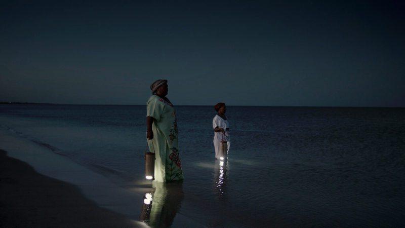 Waterlight: una lámpara que funciona con agua de mar