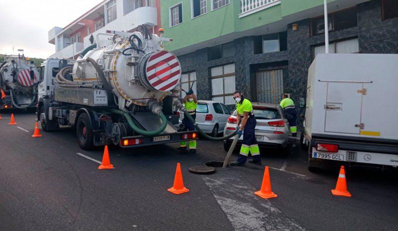 Canaragua limpia de cenizas la red de alcantarillado de La Palma ante la previsión de lluvias